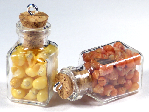 Anhänger eckige Glasflasche 1