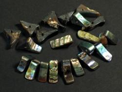 Paua-AbaloneDreiecksperle 0,5-1,7cm